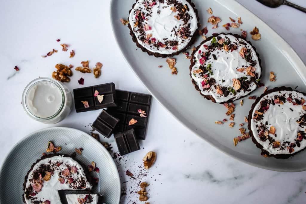Vegan Chocolate Peppermint Cream Pies no bake + paleo
