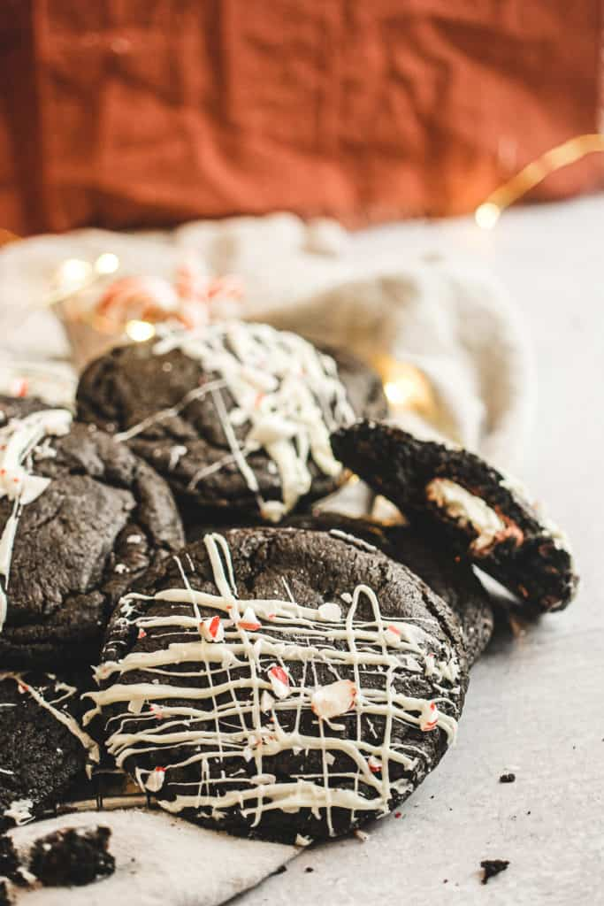 Black out stuffed cookies on linen